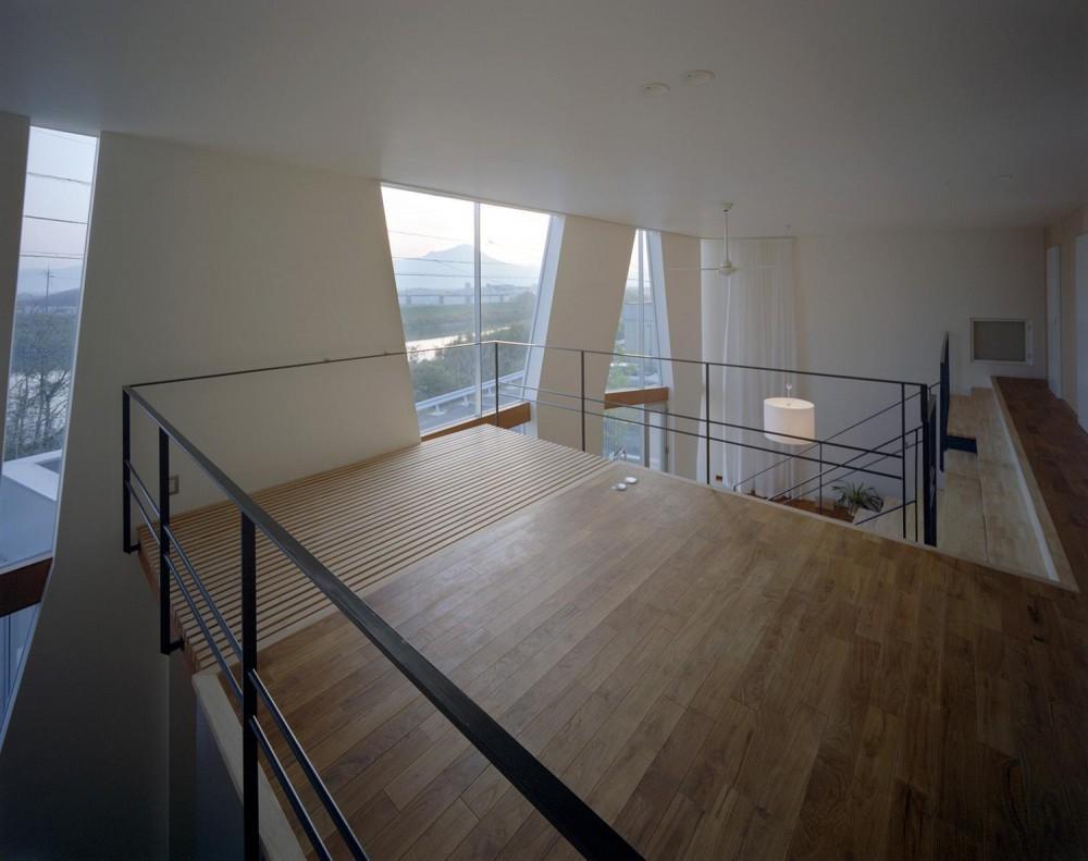 階段の家 (屋内テラス)