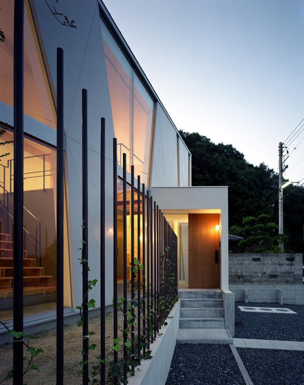 階段の家 (玄関アプローチ)