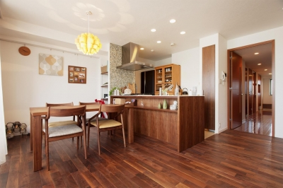 LDK (M邸・家族と囲む、明るいキッチン)