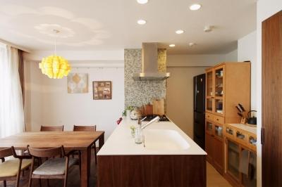 ダイニング・キッチン (M邸・家族と囲む、明るいキッチン)
