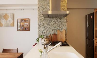 M邸・家族と囲む、明るいキッチン (こだわりのオリジナルキッチン2)