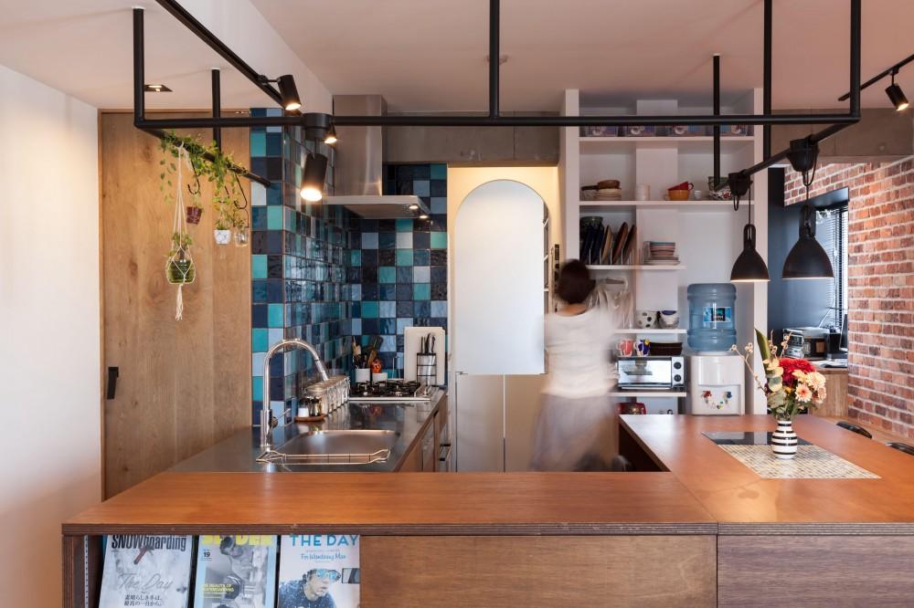 キッチン (TOP UP!—たくさんの趣味を盛り込んだ機能的なお部屋)