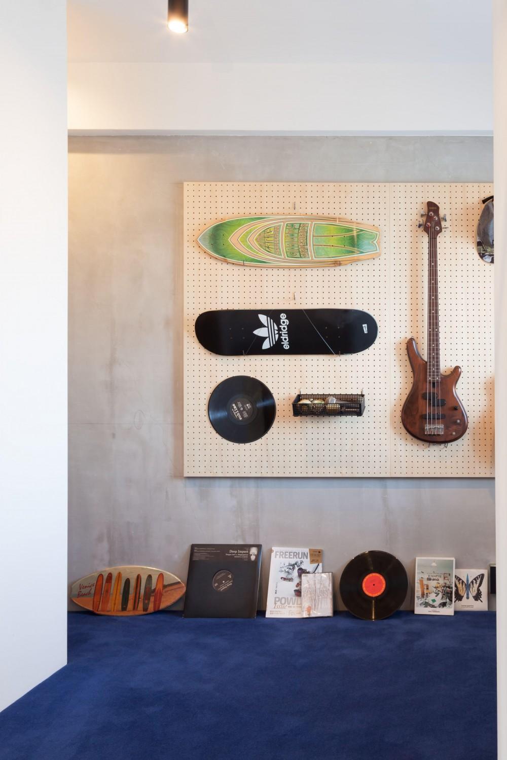 TOP UP!—たくさんの趣味を盛り込んだ機能的なお部屋 (玄関収納)