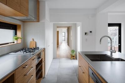 通り土間の家 (キッチン)