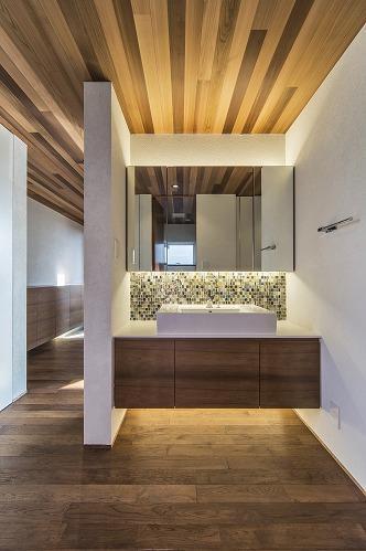 井之口の家の部屋 モザイクタイルがアクセントの洗面台