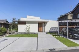 丸川の家 (カーポートのあるシンプルな外観)
