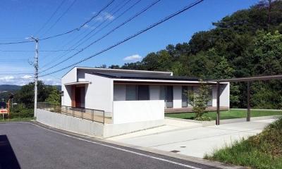 喜多町の家 (カーポートのある白い外観)