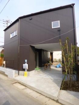 市川市Kさんの家新築工事 (ダークブラウンのガルバリウムの外観)