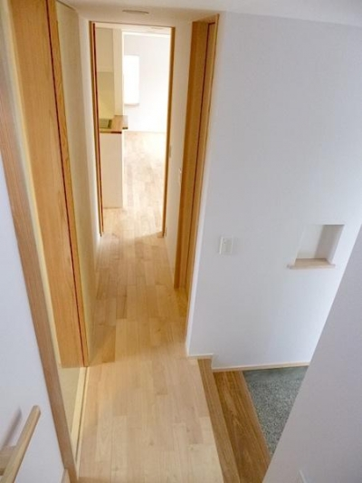 市川市Kさんの家新築工事 (廊下と玄関とニッチ)