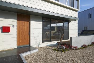 『神領の住宅』 〜 操車場を眺める水平連続窓のある家 〜 (外観2)