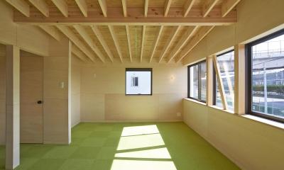 『神領の住宅』 〜 操車場を眺める水平連続窓のある家 〜 (子ども部屋)