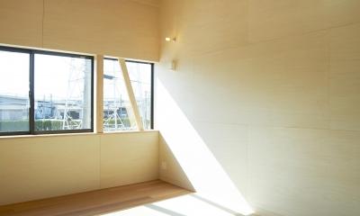 『神領の住宅』 〜 操車場を眺める水平連続窓のある家 〜 (和室)