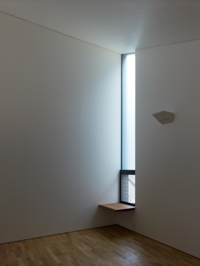梅が丘の家 (梅ヶ丘の家 寝室 窓)