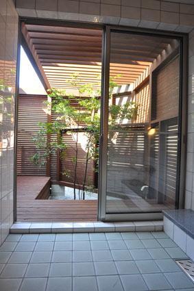 志布志の家の部屋 浴室・中庭