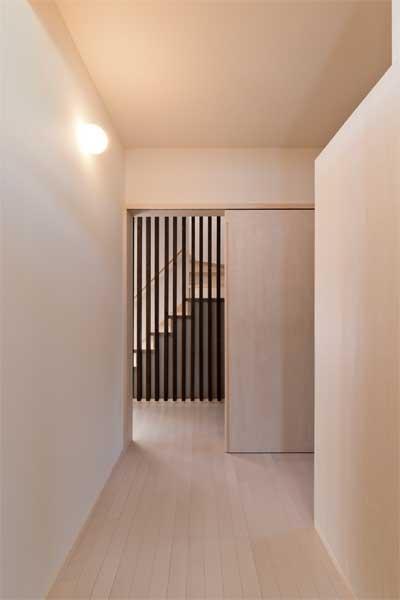 多機能な格子の部屋 廊下