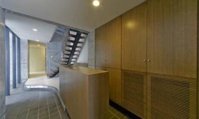 WHITE BOX&BLACK WALL (1階玄関)