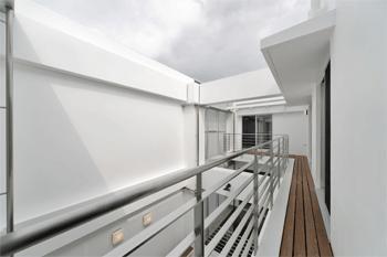 WHITE BOX&BLACK WALL (3階バルコニー)