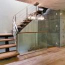 WHITE BOX&BLACK WALLの写真 2階階段