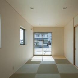 萱方の住宅 (琉球畳を敷き詰めた和室)