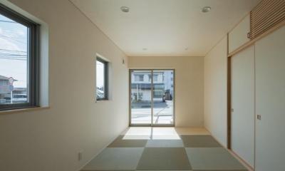 琉球畳を敷き詰めた和室|萱方の住宅