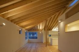 萱方の住宅 (明かりの灯ったLDK)