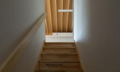 萱方の住宅 (階段)