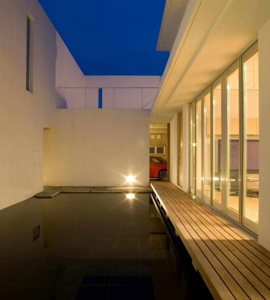 Nさんの住家の部屋 池・テラス (夜景)