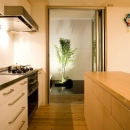 Nさんの住家の写真 テラスと隣接するキッチン