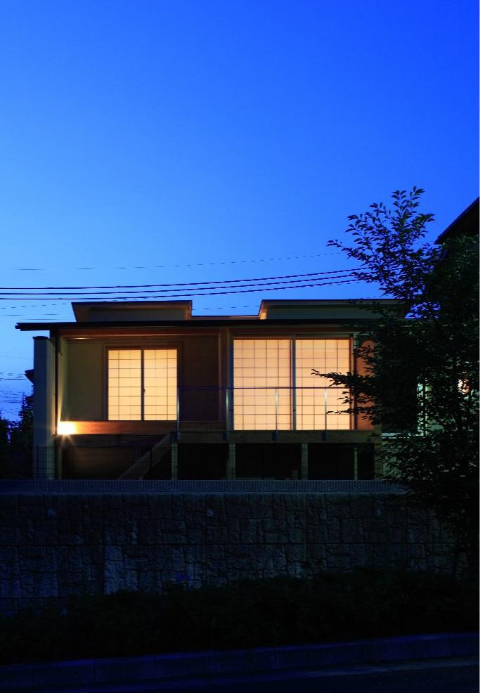 Kさんの住家の部屋 外観 (夜景)