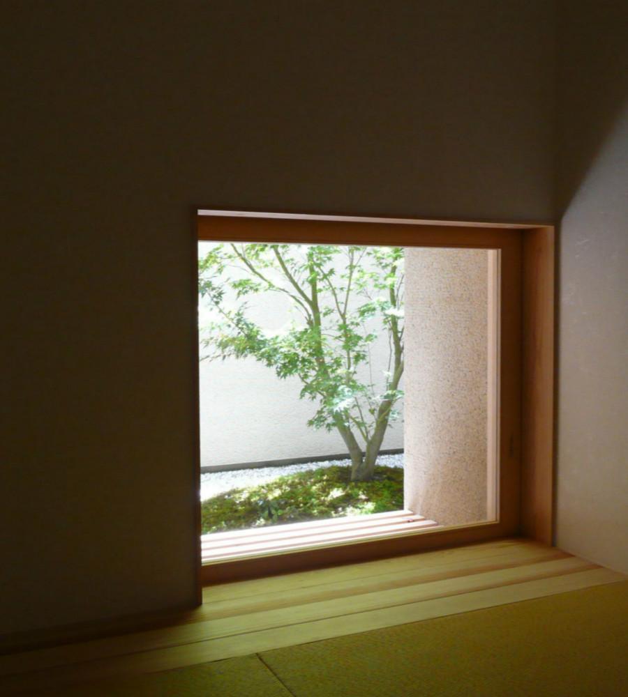 Kさんの住家の部屋 地窓