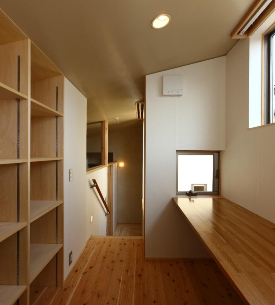 Kさんの住家の部屋 小窓のあるカウンター