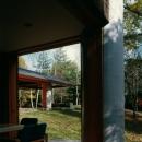 軽井沢の家1の写真 子供室から居間を見る