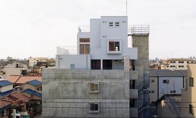 賃貸住居の屋上は中庭のあるオーナーの家|湯里の集合住宅