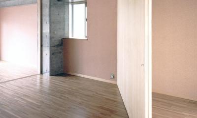 可変間仕切の賃貸住宅03 3室が1室に|賃貸住居の屋上は中庭のあるオーナーの家|湯里の集合住宅
