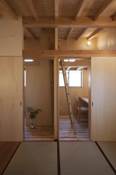 和室と子供部屋 (焼き杉の家)