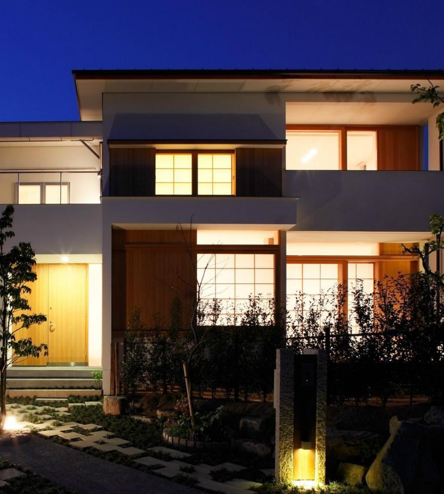 NDさんの住家の部屋 外観 (夜景)