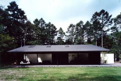 軽井沢の家3 (庭からの外観)