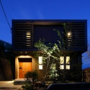 目神山の住家の写真 黒を基調とした外観 (夜景)