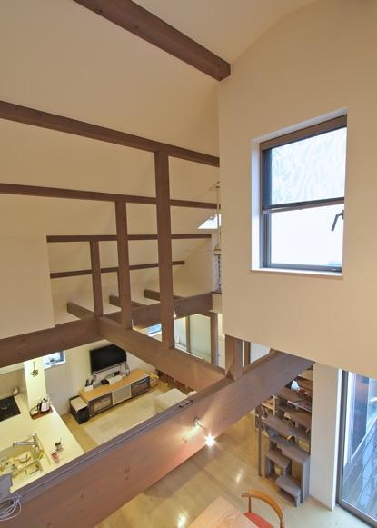 チャイルドサポターの憩いの家の部屋 吹き抜けからの眺め