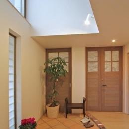 チャイルドサポターの憩いの家 (吹き抜けのある玄関)