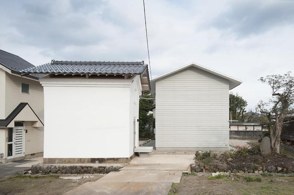 凹みの家 (蔵(改装)と住宅(新築))