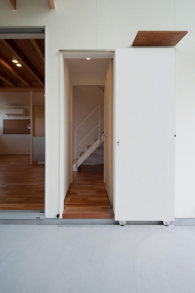 土間からトイレにつながる出入り口 (土間のある家)