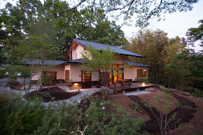 大泉の舎の部屋 豊かな自然環境に馴染む住まい