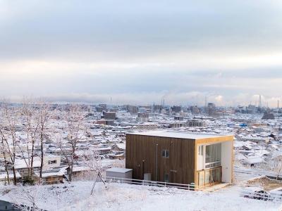 外観03 初雪・真っ白の世界 (爽やかな風が通り抜ける家|9mの大開口の家)
