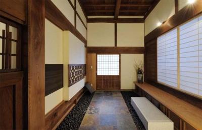 土間玄関 (奈良宝来の家)