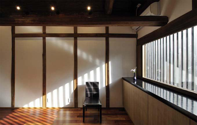 奈良宝来の家 (板間)