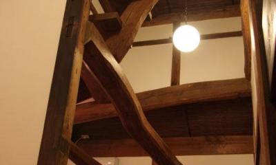 奈良宝来の家 (天井を見上げる)