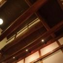 奈良宝来の家の写真 天井を見上げる