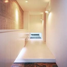 桃山の家 (白い廊下)