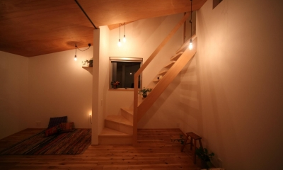 9坪とロフトのおうち (階段)